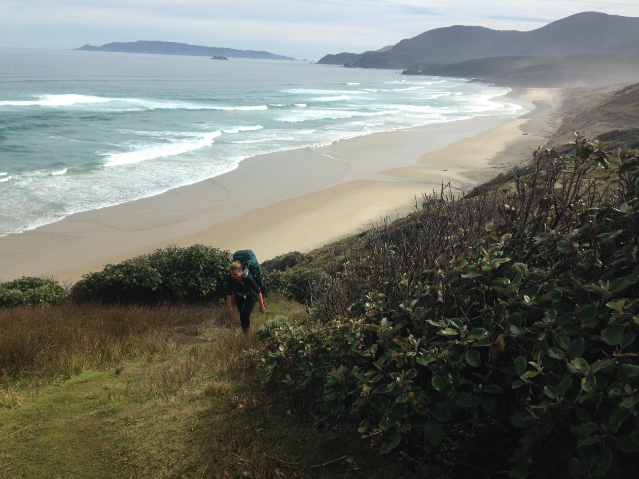 Isi Adolf aus dem Boulderwelt-Athletenteam auf Abenteuer Steward Island
