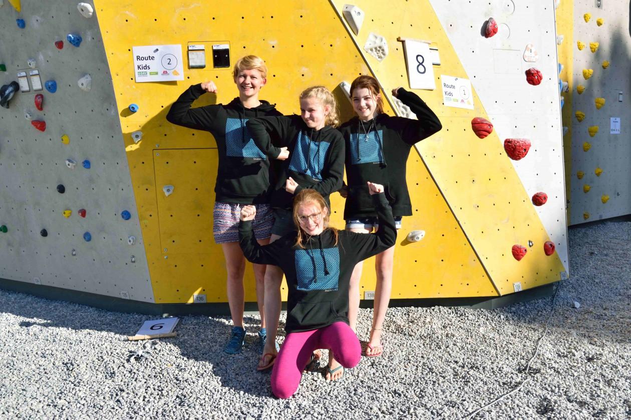 Freddy aus dem Boulderwelt Athletenteam zusammen mit den Boulderwelt Youngsters auf der Münchner Stadtmeisterschaft in Freiman.