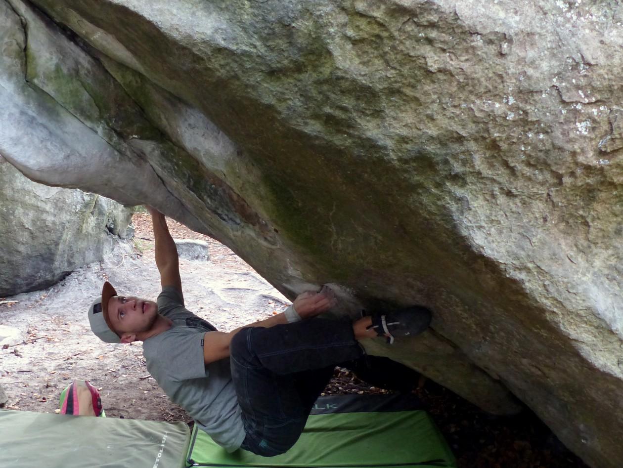 Angus beim Bouldern in Fontainebleau