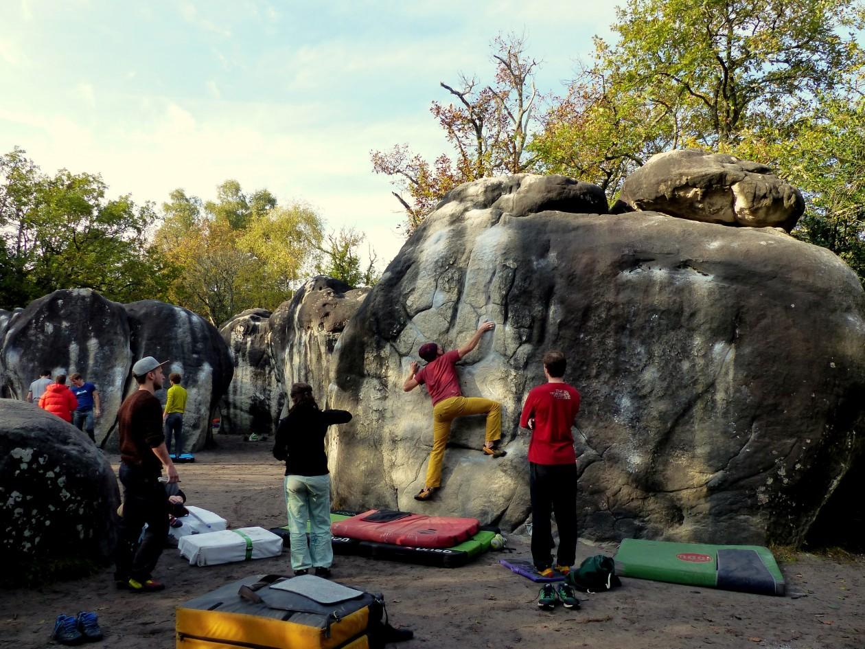 Boulderwelt Crew in Fontainebleau beim Bouldern