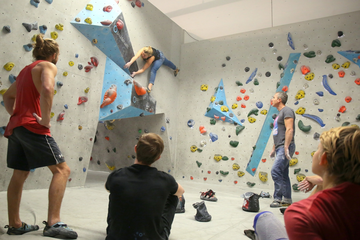 Boulderwelt Athletenteam beim Trainingswochenende in der Boulderwelt Regensburg